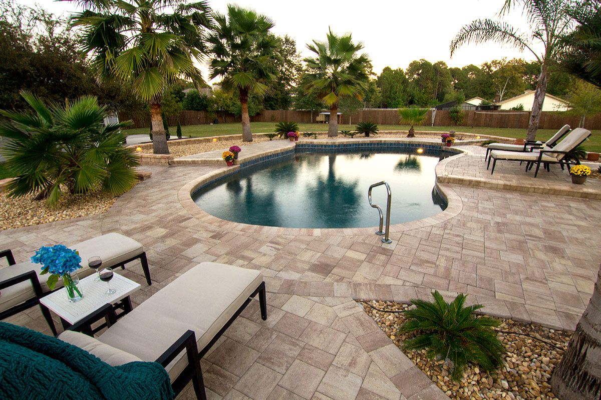 design a contemporary pool deck with stonehurst pavers from