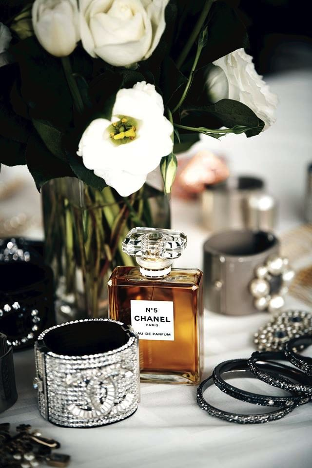 nice How to make your perfume last longer , Check out easy hacks that can actually make your perfume last longer.... much much longer. How annoying is it when theseveral morning spritzes of y... ,  #beautyproducts #beautytips #perfume