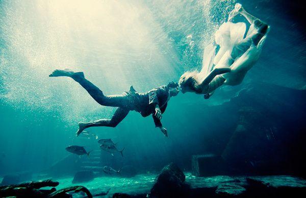 Underwater Wedding Portrait Photo By Maloman Photographers