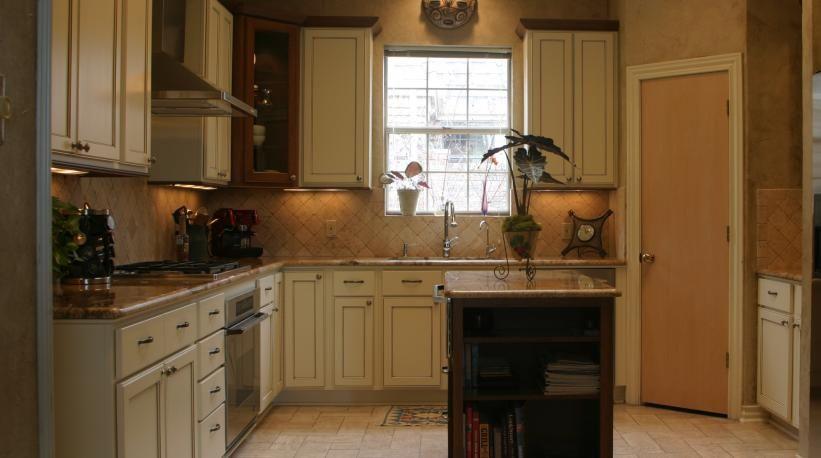 Kitchen Remodeling Cream Cabinet Finish with Mocha Glaze ...