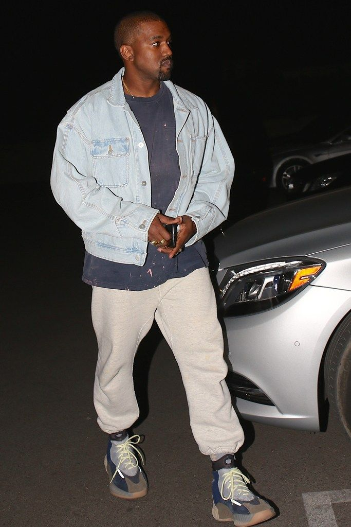 Kanye West Aparece Com Possivel Evolucao Do Yeezy Wave Runner 700 E Mexe Com Nosso Psicologico Esquema Kanye West Outfits Kanye West Style Kanye Fashion