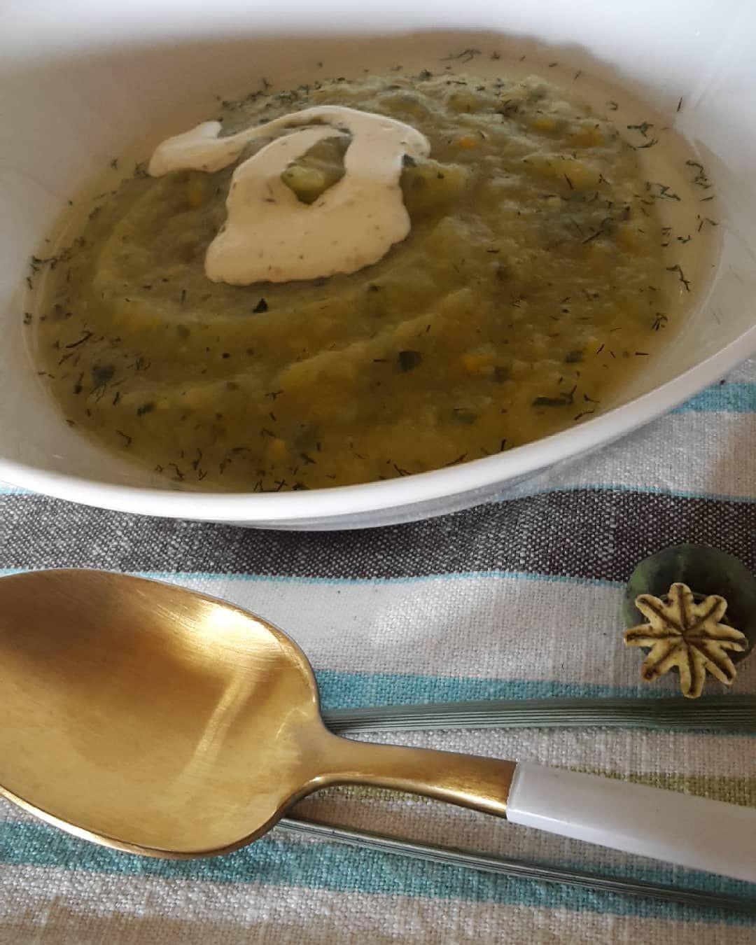 ... da gab es nochmal Zucchinisuppe, grün und gelb, yummi und so vielfältig 😋❣