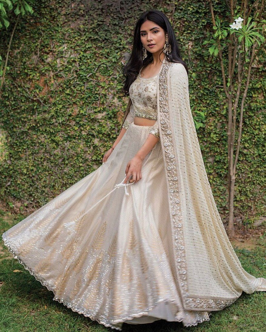 21 Simple Elegant Lehenga Options For The Sister Of The Bride Groom Indian Wedding Dress Indian Wedding Outfits Indian Fashion Dresses [ 1125 x 900 Pixel ]