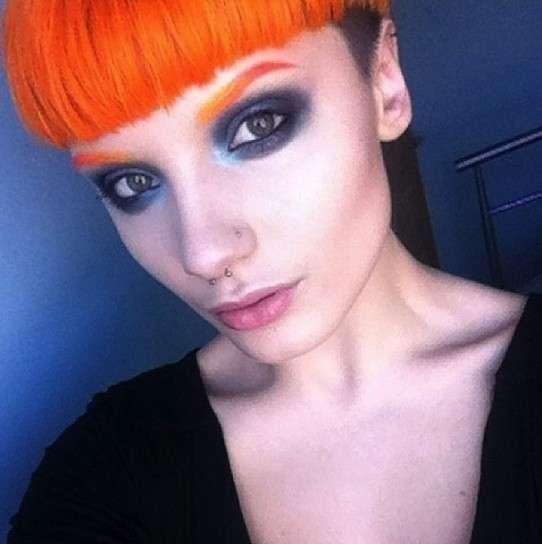Cejas de colores: Fotos de la última tendencia - Cejas de colores: pelo y cejas naranja