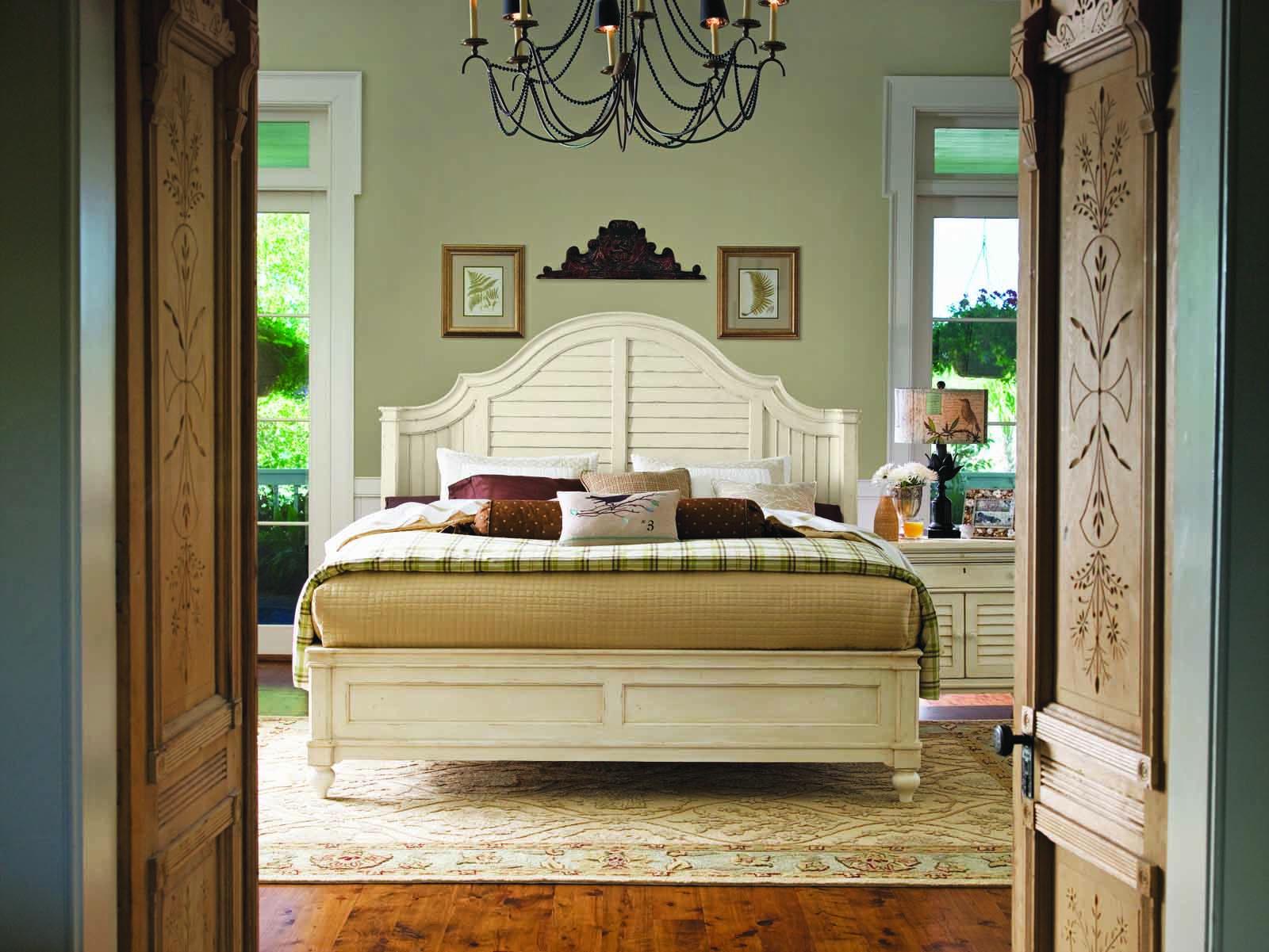 Paula Deen Home Steel Magnolia Platform Bedroom Set in