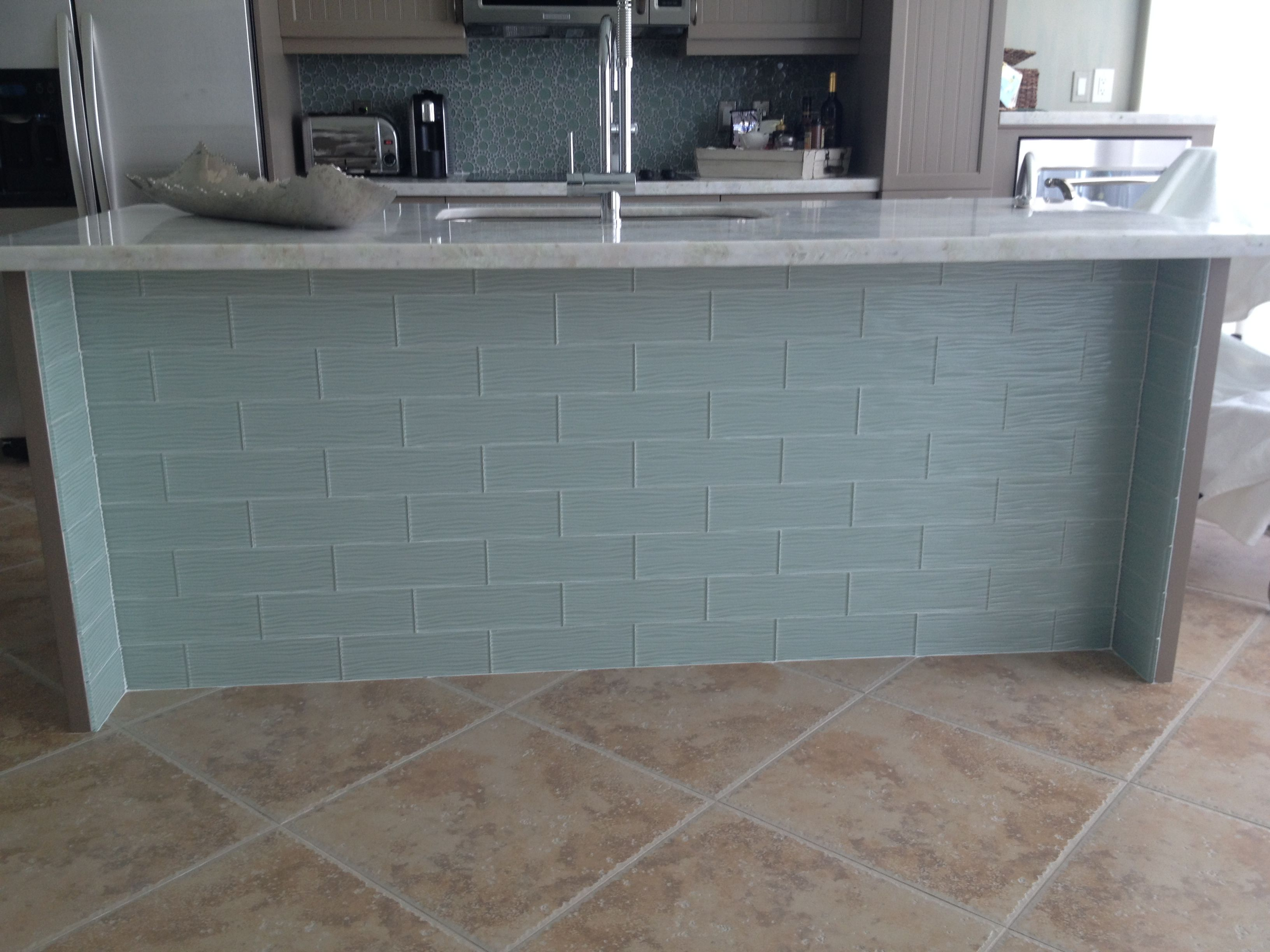 Beachy Kitchen With Lady Onyx Countertops And Glass Tile At Front
