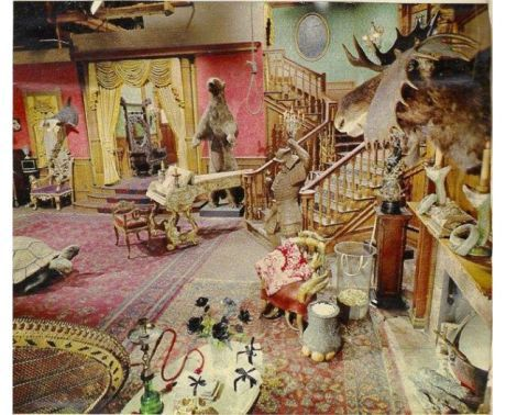 Surprise The Addams Family s Living Room Was Actually Pink