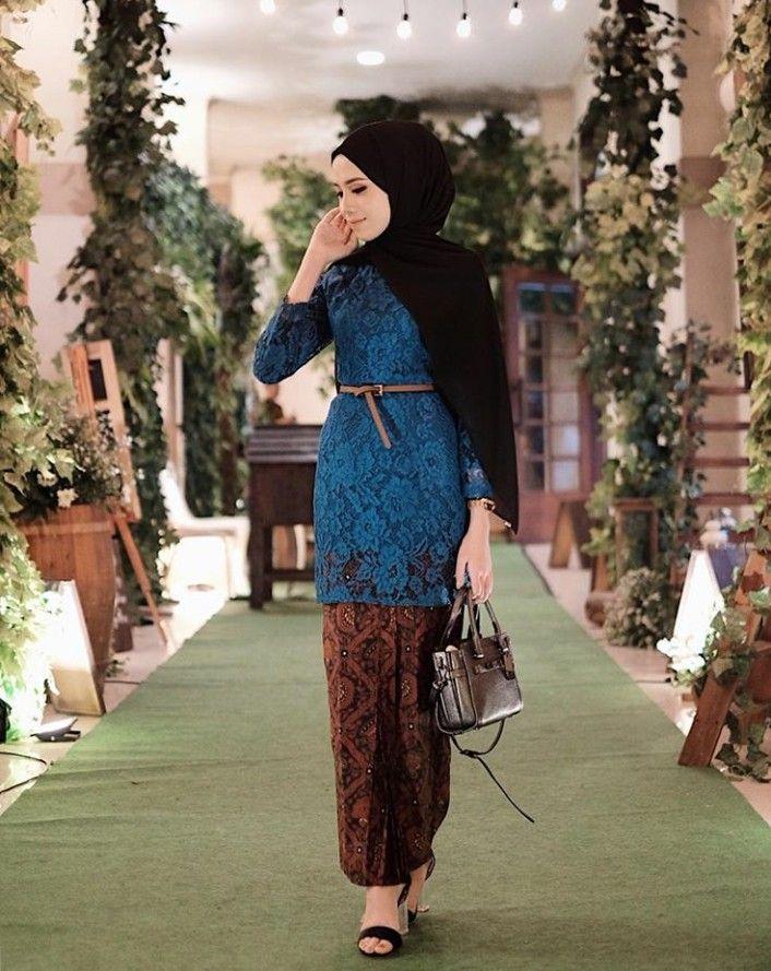 Pin By Della Ratna On Hijab Kebaya Kebaya Hijab Model Kebaya