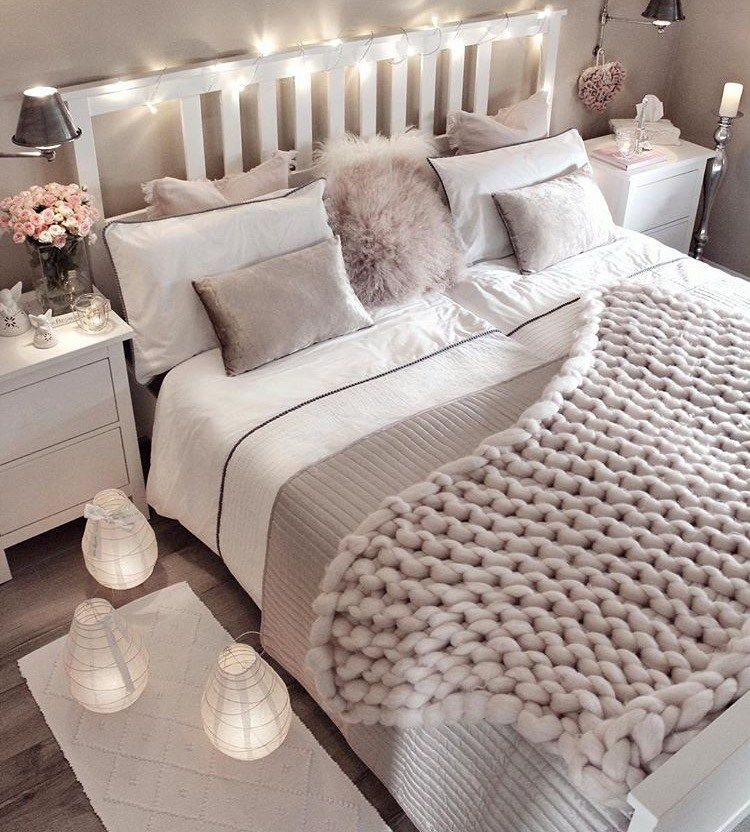 Small bedroom decorating ideas with faux fur, pillows