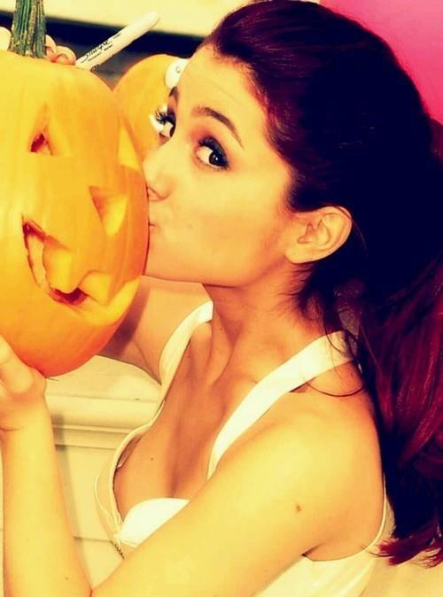 slip Ariana grande nip