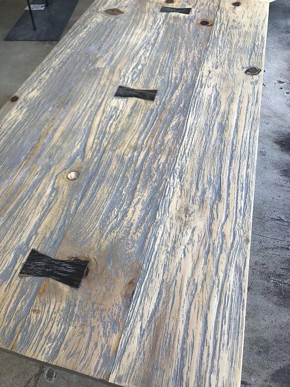 Cette table basse rustique et moderne est fait à la main avec du
