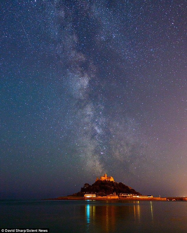 Incredible Photographs Show The Milky Way And Impressive Star Trails Above Some Of The Uk S Most Famous Locatio In 2020 St Michael S Mount Milky Way Photography Scenic