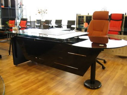 Glass Modern Office Table Design Ideas with Red Office Chairs in