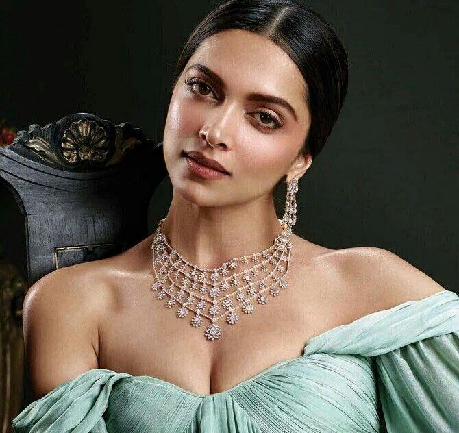 Deepika Padukone For Tanishq S Jewels Of Royalty Collection Diamond Flower Pendant Deepika Padukone Jewelry