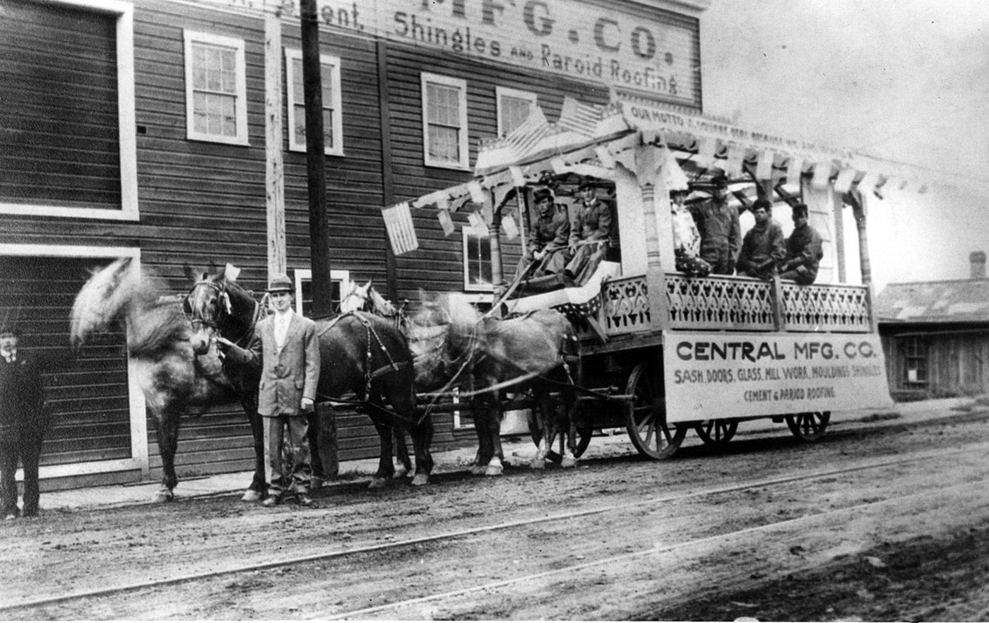 Central Manufacturing Co Celebrated July 4 1914 In Front Of The Building Housing Its Operation It Burned Down In 1 Vancouver Washington Vancouver Historical