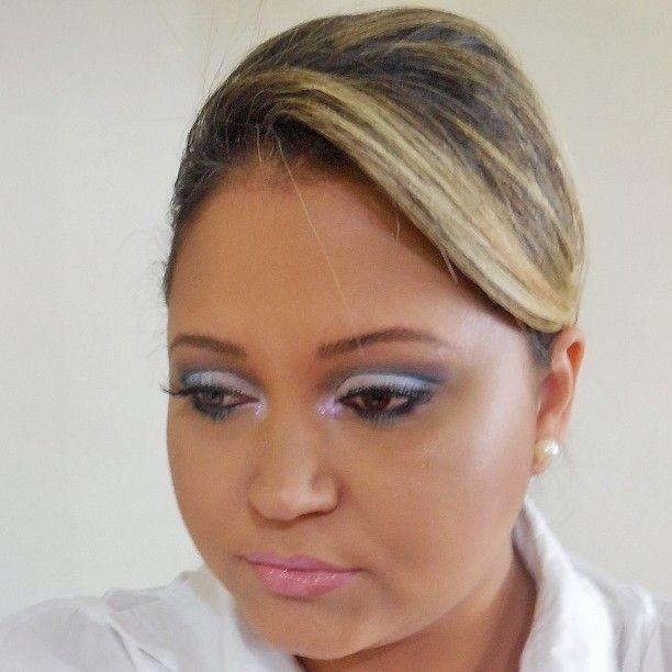 Maquiagem para noivas (Degradê de tons de azul) por Daniele Fernandes