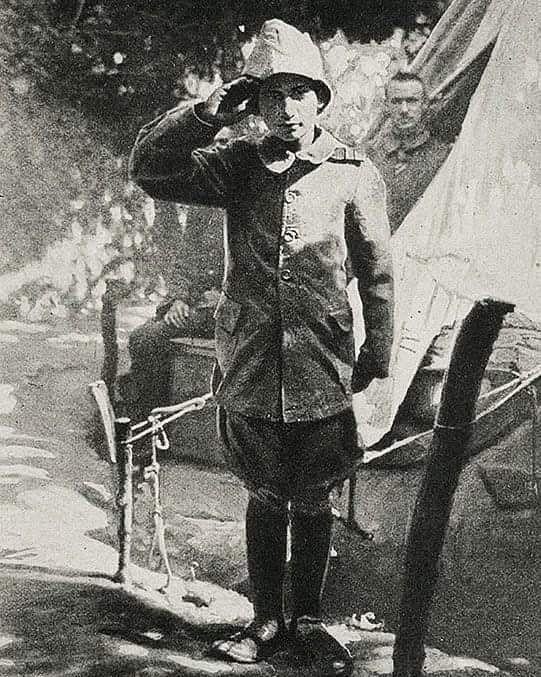 Çanakkale Savaşında Osmanlı Ordusunda Gönüllü Bombacı olan 15 yaşındaki Ali Reşa Çanakkale Savaşında Osmanlı Ordusunda Gönüllü Bombacı olan 15 yaşındaki Ali Reşat Çavuş. Ali Reşat Çavuş, A Young Volunteer Soldier (15 years old) in the Ottoman Army, Gallipoli War. ???????? ürk???????? ???????? | old photos history world war #ottomanempire #osmanlidevleti #osmanliimparatorlugu #ottoman #osmanli #turkiye #t #turkey #ordu #asker #canakkale #18mart #canakkaledestani #canakkalesehitleri #vatan #nam