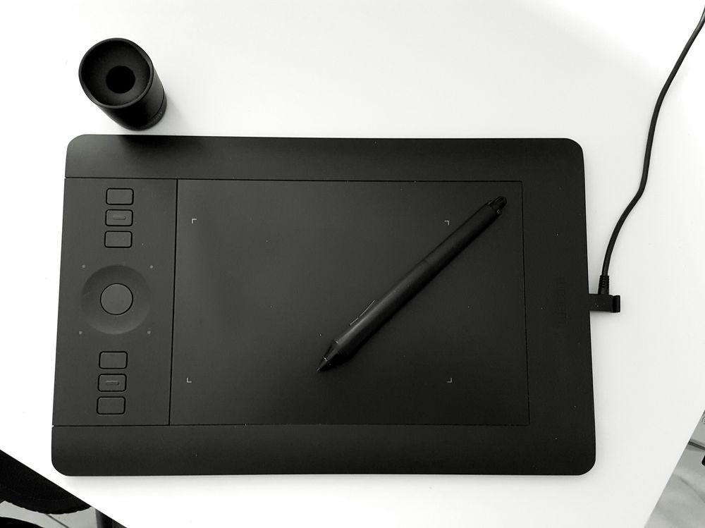 Wacom Intuos Pro Small Graphics Tablet in Original box Mint