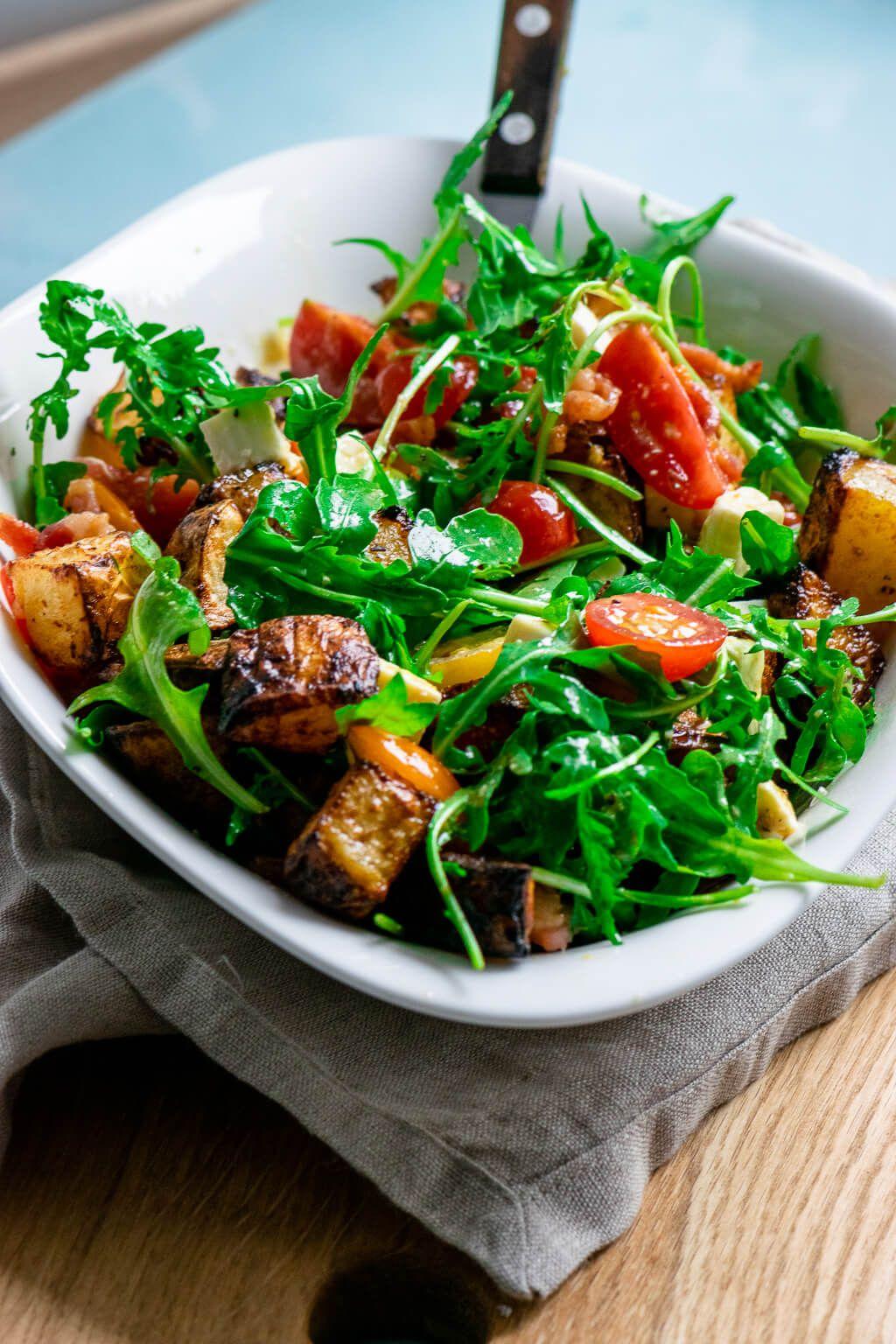 Lauwarmer Honig Senf Röstkartoffel Salat mit Rucola und Speck – Einfach Malene