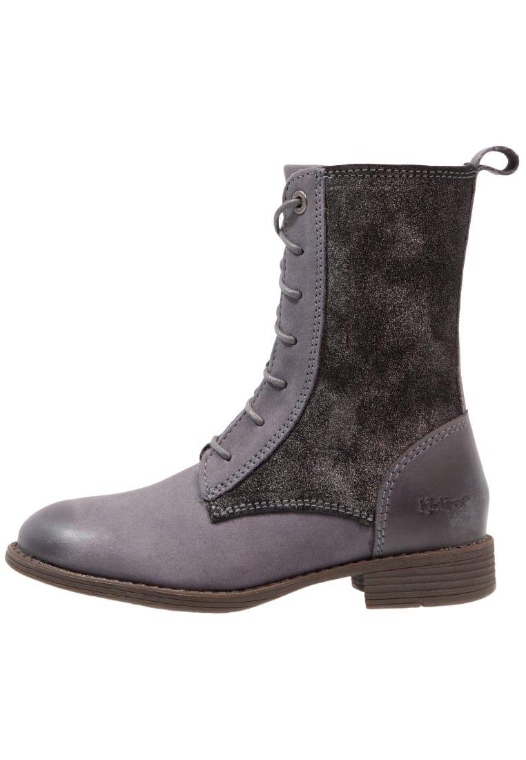 ¡Consigue este tipo de zapatillas altas de Kickers ahora! Haz clic para ver los detalles. Envíos gratis a toda España. Kickers ROUKI Botas con cordones gris fonce paillette: Kickers ROUKI Botas con cordones gris fonce paillette Zapatos   | Material exterior: piel, Material interior: combinación de piel/tela, Suela: fibra sintética, Plantilla: cuero | Zapatos ¡Haz tu pedido   y disfruta de gastos de enví-o gratuitos! (zapatillas altas, high, high-tops, high top, alta, bota, bota, botas,...