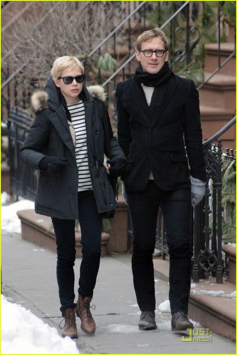 Michelle Wiilliams Sunday Stroll Mystery Man 03 Jpg 817 1 222 Pixels Michelle Williams Style Michelle Williams Mum Fashion Dan estabrook who is an artist is widely known for being the partner of megan boone who is an american actress. michelle williams