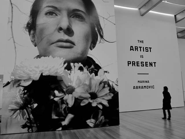 Marina Abramovic - The artist is present (2010)
