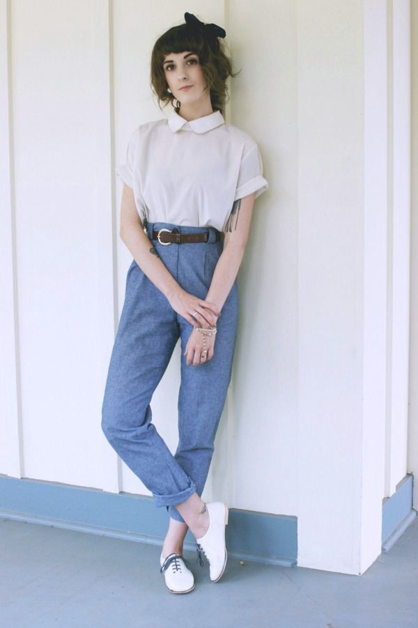 peter pan collar cap sleeve cotton tee + highwaisted pleated waist jeans/pants + white flats accented with little black bow Finch & Fawn : Casual Sunday