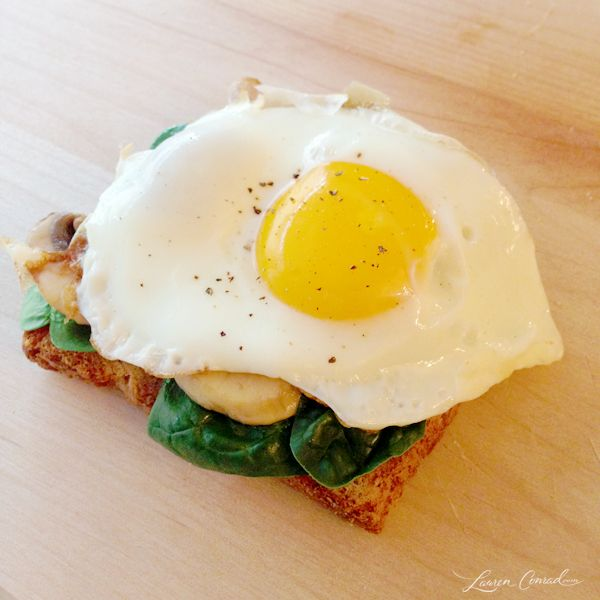 Healthy Breakfast Ideas: eggs and spinach Toast
