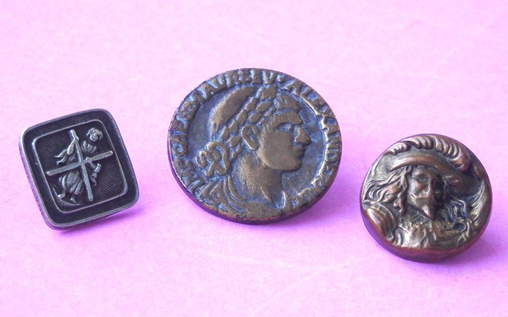 3,ANTIQUE METAL  BUTTONS,ST ANDREW & CROSS,ALEXANDRA THE GREAT,KING CHARLES -------- button with Saint Andrew and his cross, known in heraldry as a saltire