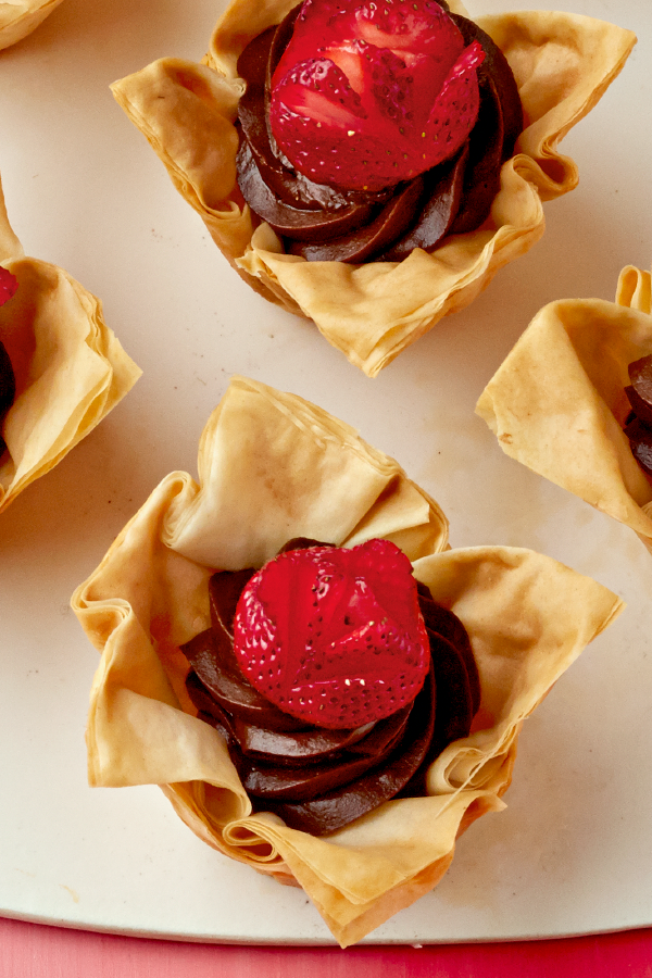 Chocolate mousse tarts with strawberries delight the crowd with chocolate mousse tarts with strawberries delight the crowd with these bite sized desserts forumfinder Image collections