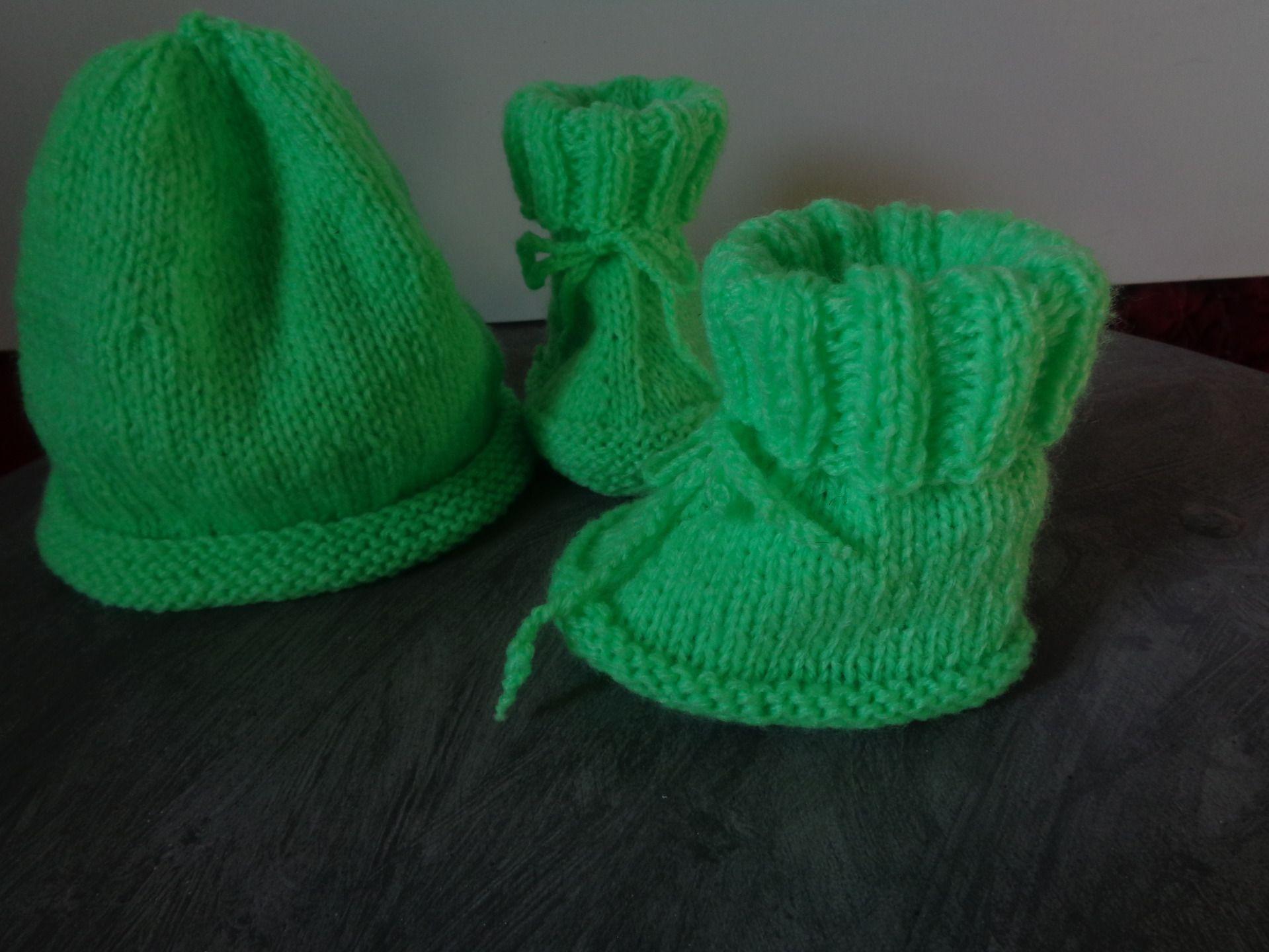 ENSEMBLE BEBE BONNET CHAUSSONS TRICOT MAIN : Mode Bébé par les-tricots-de-mamie-coco | Tricot ...