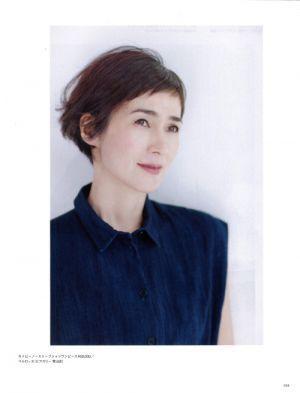この画像のページは ボブ ショートヘアで魅せる 安田成美さんの