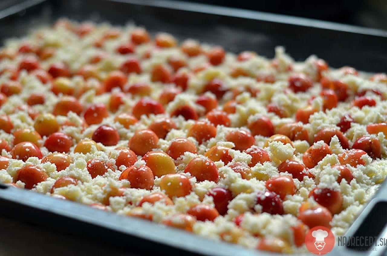 Kysnutý ovocný koláč s posýpkou2