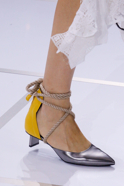 Sacai Spring 2018 Ready-to-Wear Collection Photos - Vogue Дизайнерське  Взуття b60d3634ed637