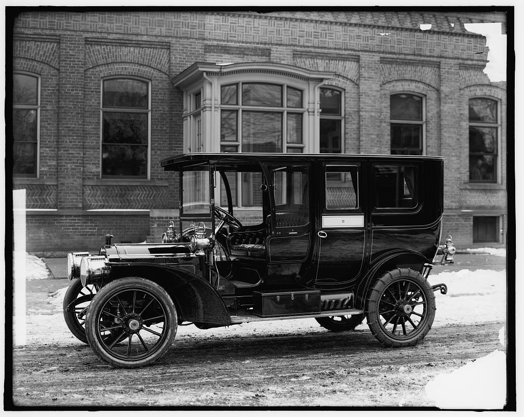 Packard automobile, Packard Motor Car Company] | Library of ...
