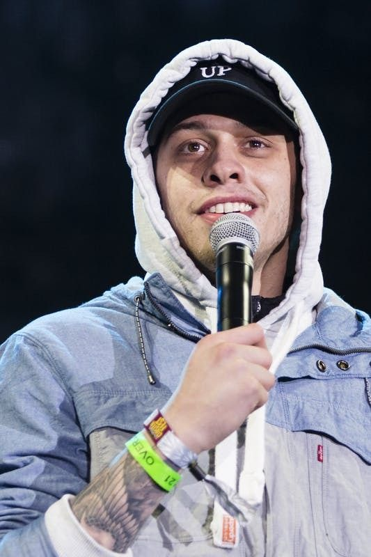 Pete Davidson Knows How To Share A Good Laugh Love This In 2019 Dream Guy Dream Boy Beautiful Boys