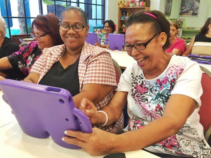 Vicepresidencia realiza taller de tecnología para adultos mayores. DETALLES: http://www.audienciaelectronica.net/2016/04/vicepresidencia-realiza-taller-de-tecnologia-para-adultos-mayores/