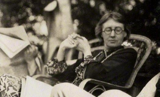 """""""Somos siluetas recortadas, somos hueros fantasmas que se mueven en la niebla, sin perspectiva."""" Virginia Woolf"""