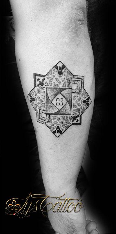 tatouage avant bras homme tatou style g om trique. Black Bedroom Furniture Sets. Home Design Ideas