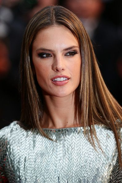 Alessandra Ambrosio Long Straight Cut - Alessandra Ambrosio chose a sleek and straight 'do for her look at the premiere of 'All is Lost.'
