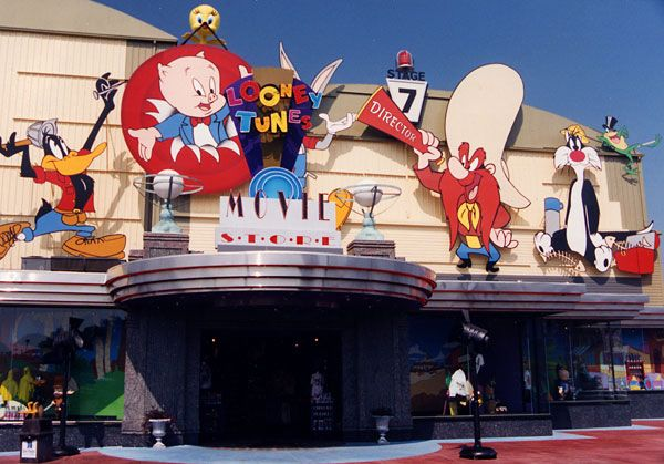 Looney Tunes Movie Store At Six Flags Streaming Movies Theme Parks Rides Movie Tv