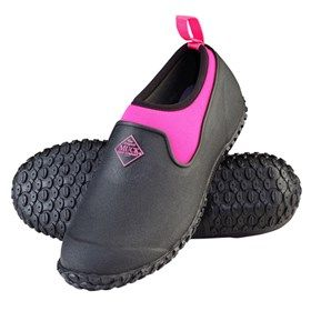 Muck Boots Women's Muckster II Low Black/Pink is the All-purpose Shoe that started it all now comes in a true women's last offering an even greater fit for all day comfort.
