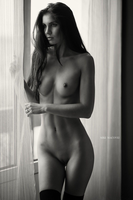 nude Miki black