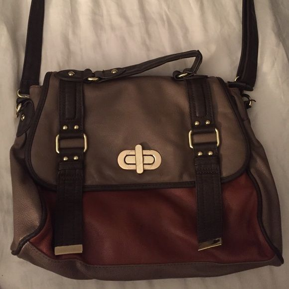 Steve Madden satchel bag So cute!! I love this bag but don't use it anymore. It has a long strap and can be used as a hand bag aswell. Light signs of wear/ normal wear , see pics. Steve Madden Bags Shoulder Bags