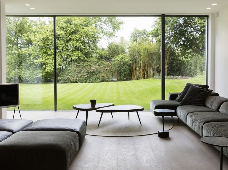 ukkle salon tv avec baie vitr e futur maison pinterest maison salon et baies vitr es. Black Bedroom Furniture Sets. Home Design Ideas