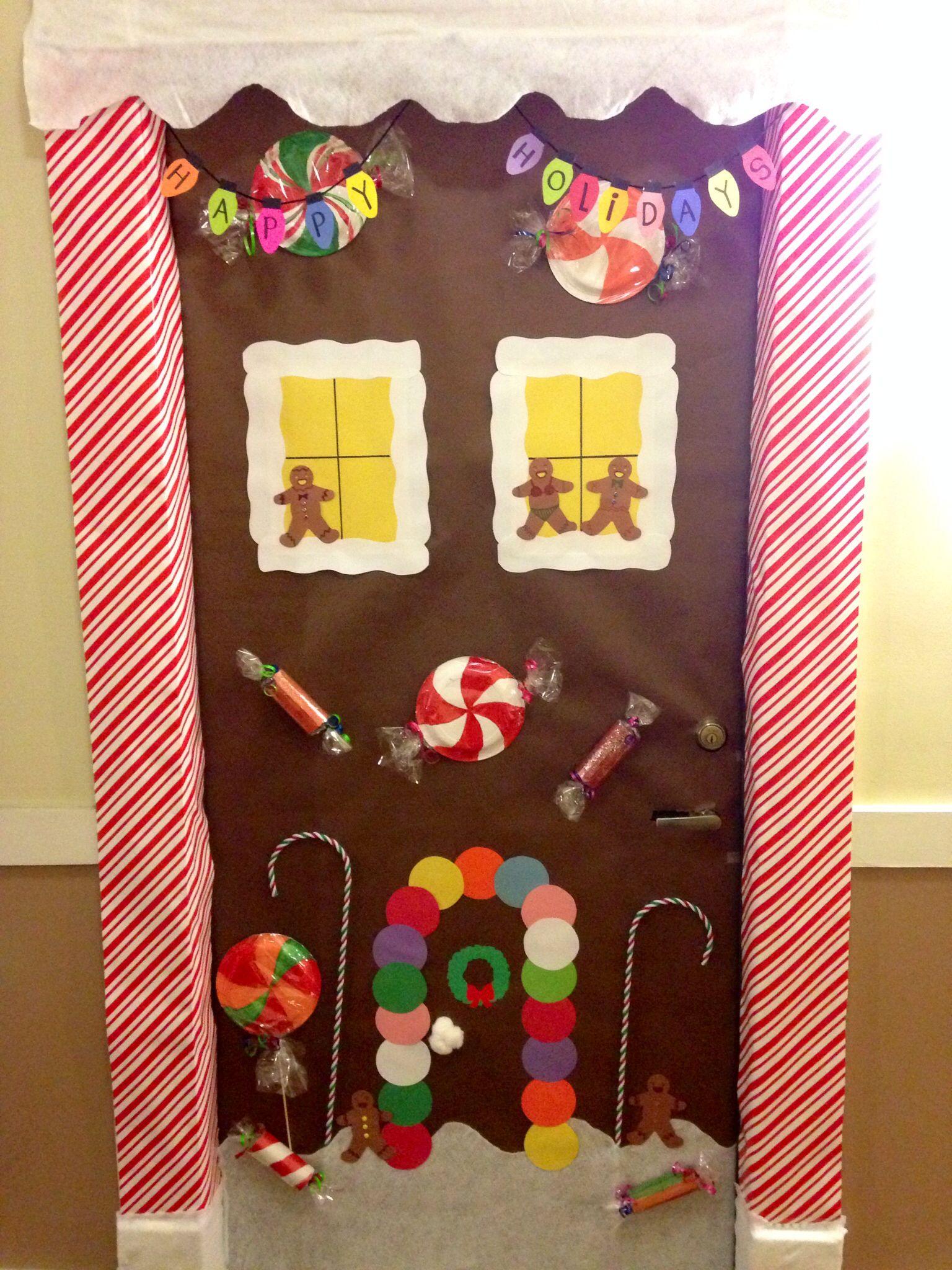 Gingerbread house door decorations for christmas ciupa for Gingerbread decorations