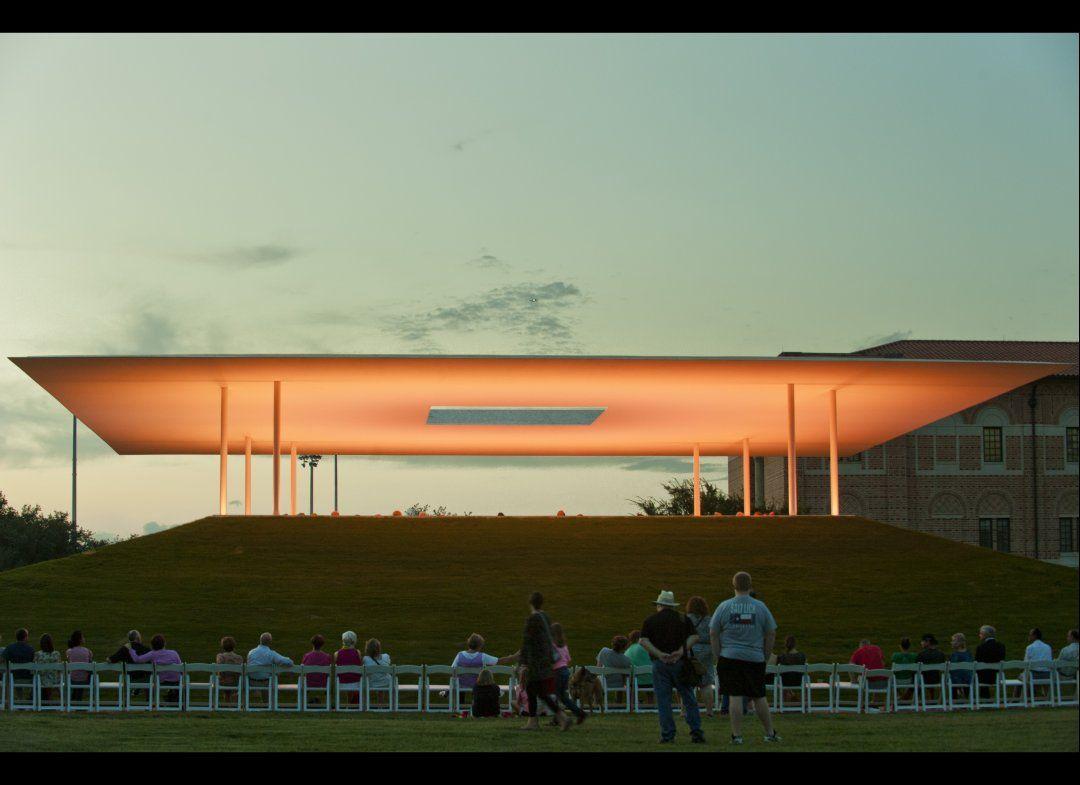 James Turrell S Twilight Epiphany Lights Up Rice University