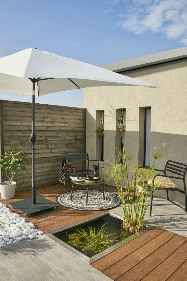 Facile A Installer Une Piscine Hors Sol S Integre A Merveille Dans Le Paysage Et Peut Devenir Le Cœur D Un Tres Bel Jardin Amenagement Exterieur En 2019