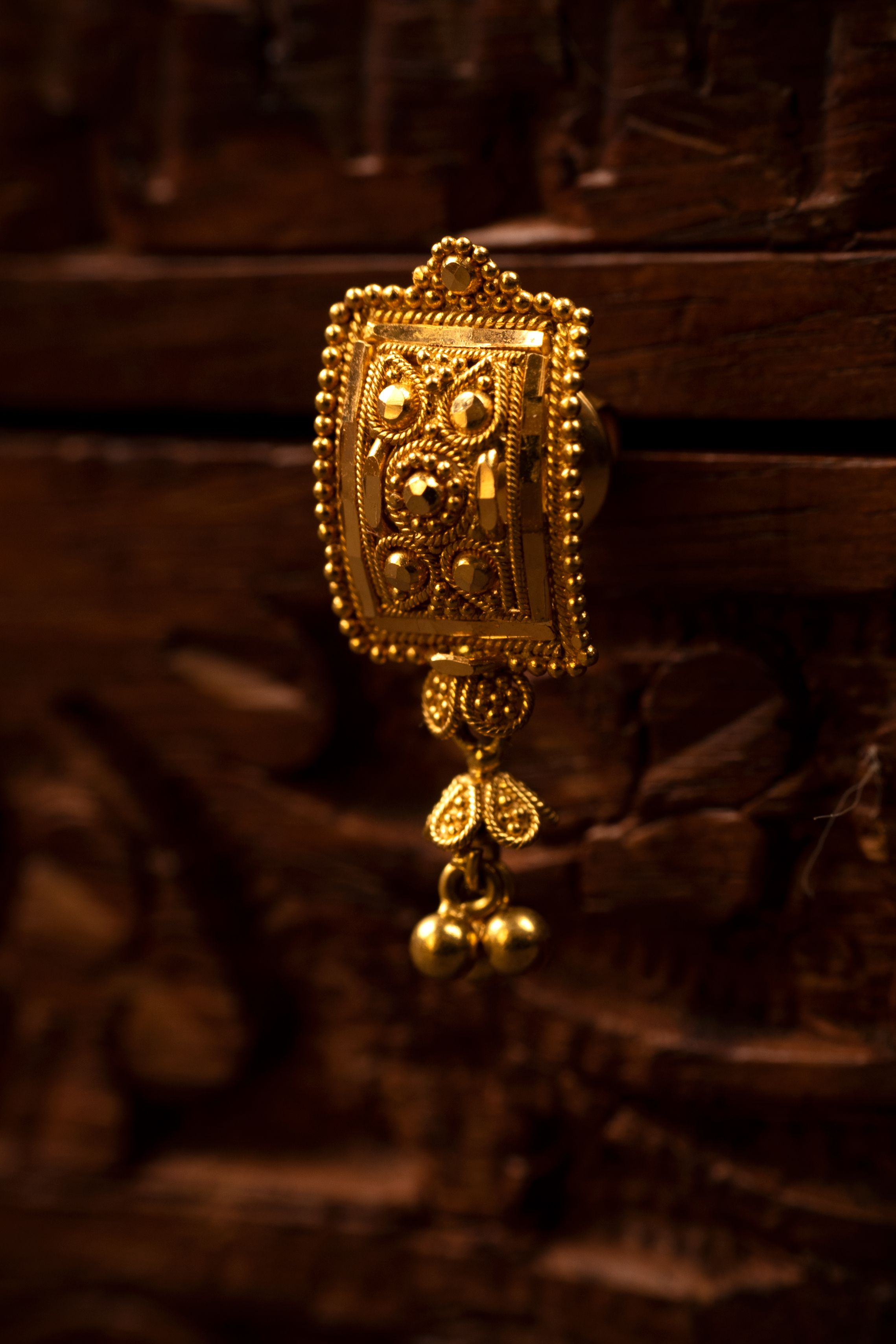 Gold earring | Gold earrings, Jewelry, Jewelry photography