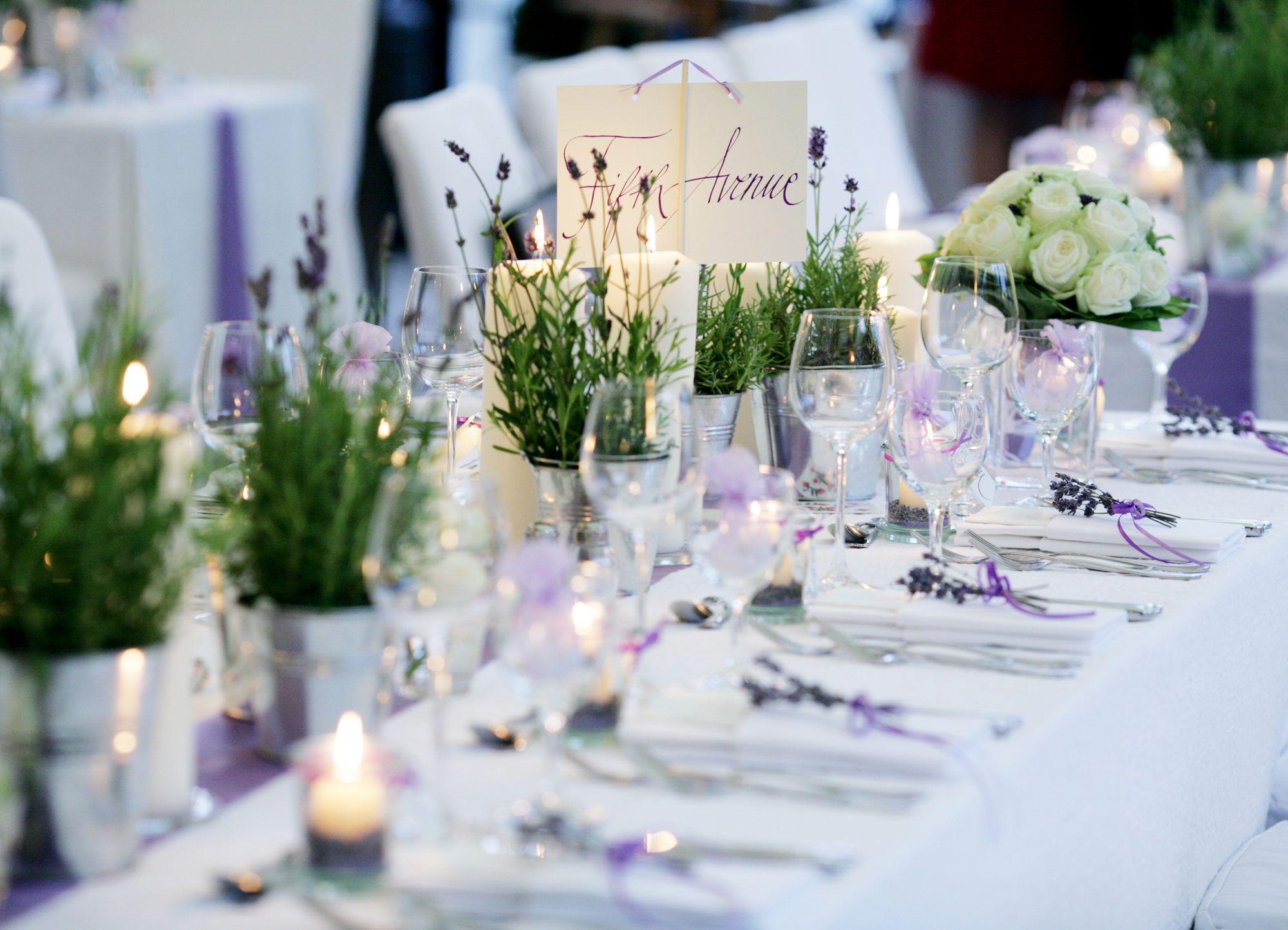 Hochzeitsdekoration mit lavendel